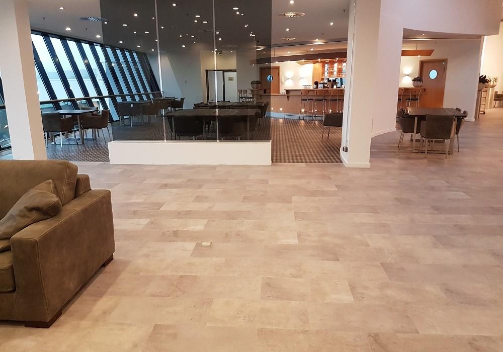 Instalacion-suelo-vinilico-aeropuerto2