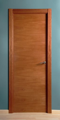 Puerta de madera chapa través Cedro