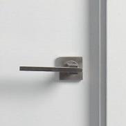 Detalle tirador puerta lacada lisa