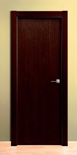 Puerta de madera maciza lisa wengué