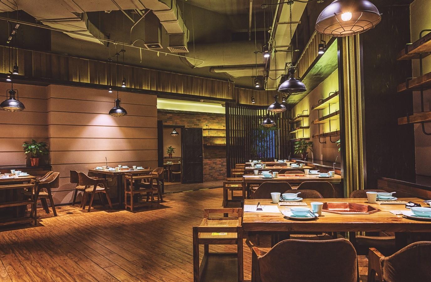 Tarima maciza para bares y restaurantes