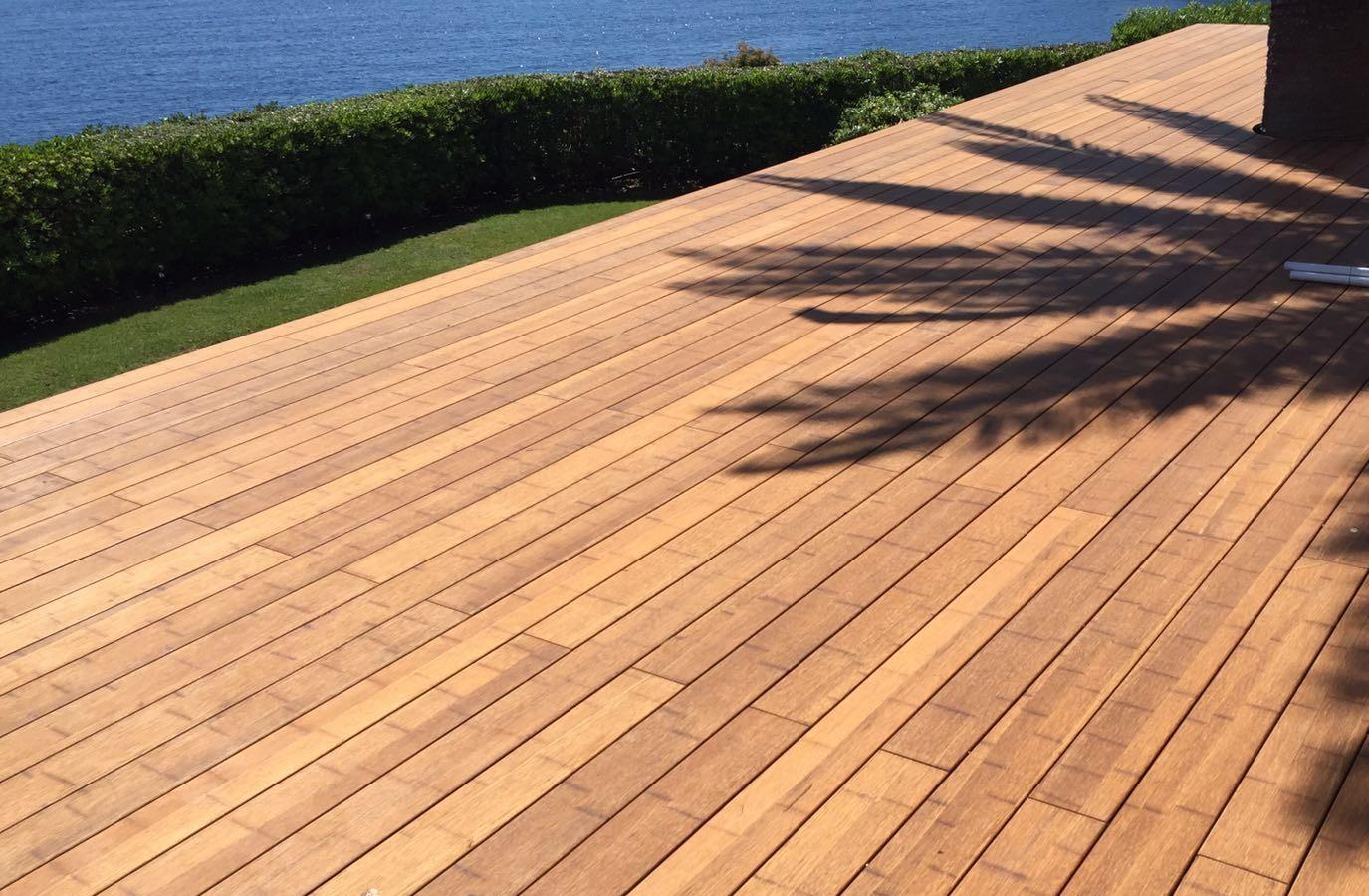 Instalación terraza exterior con tarima de bambú