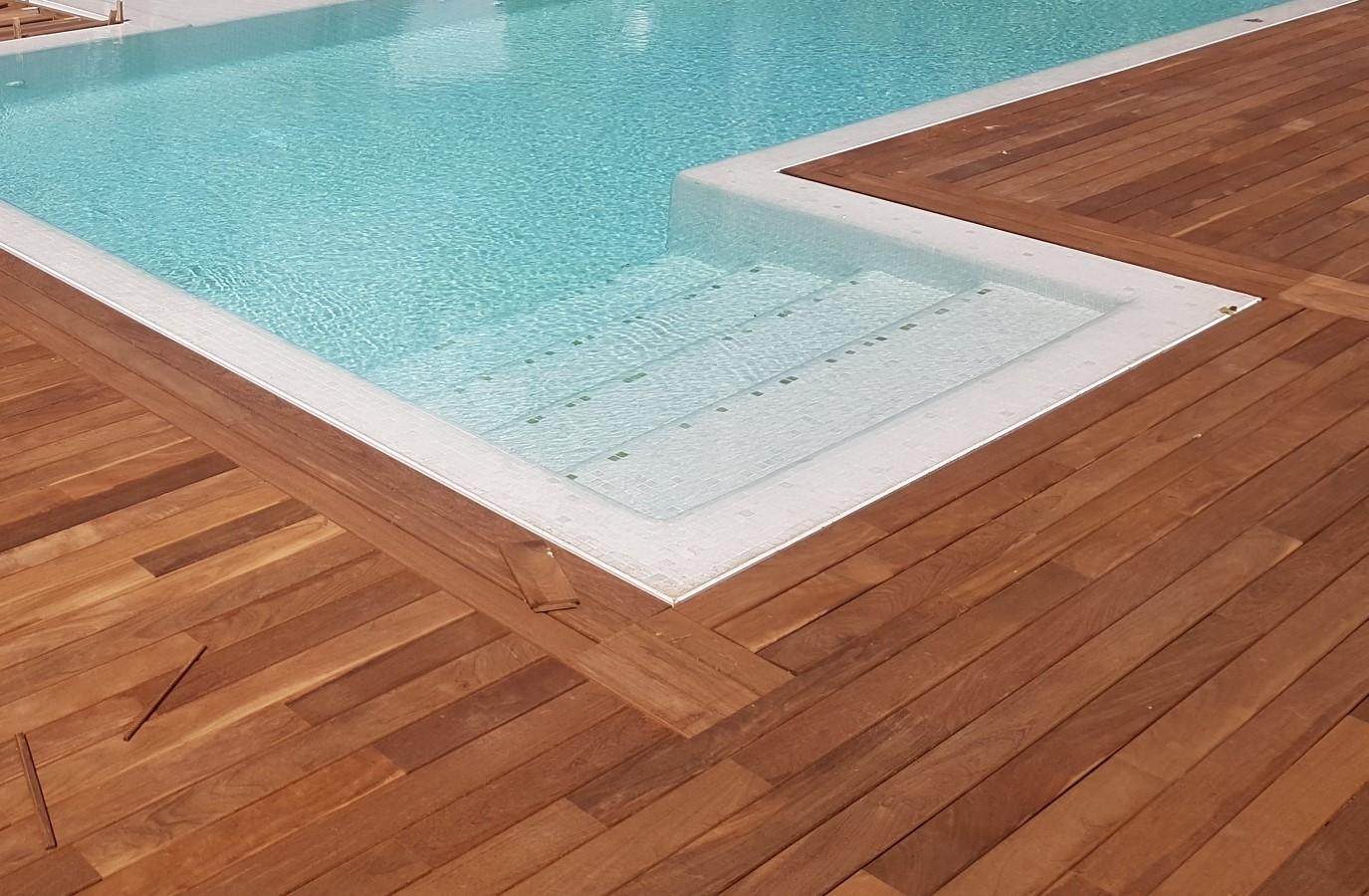 Proyectos Más Madera: Revestimiento con madera de Ipé en piscina de Puerto Banús (Marbella)