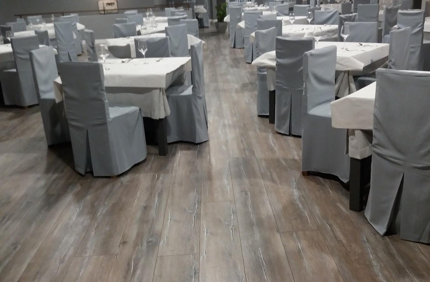 Proyectos Más Madera:  Instalación de suelo laminado AC5 12 mm indicado para restaurantes