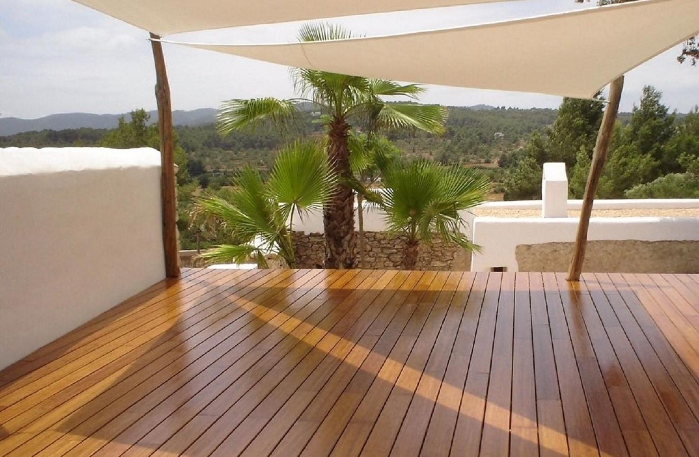 Proyectos Más Madera: Instalación de madera de Bambú en jardín particular en Marbella