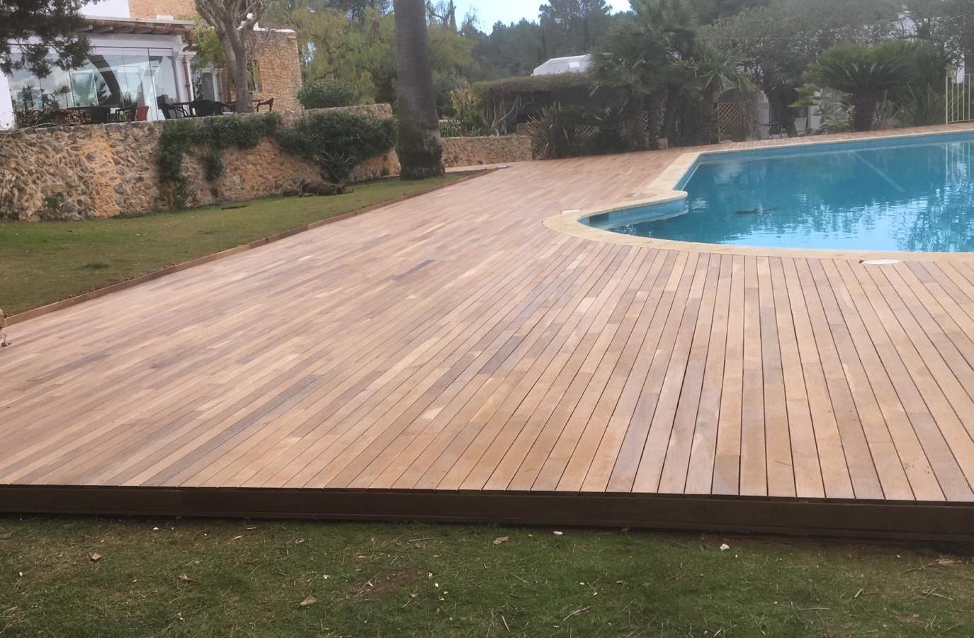 Instalación de tarima de madera de Ipé en una piscina