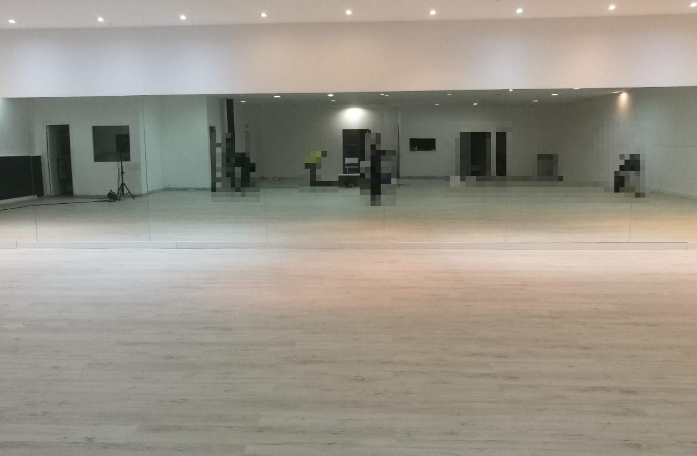 Proyectos Más Madera: Instalación suelos laminado en escuela de baile en Gijón