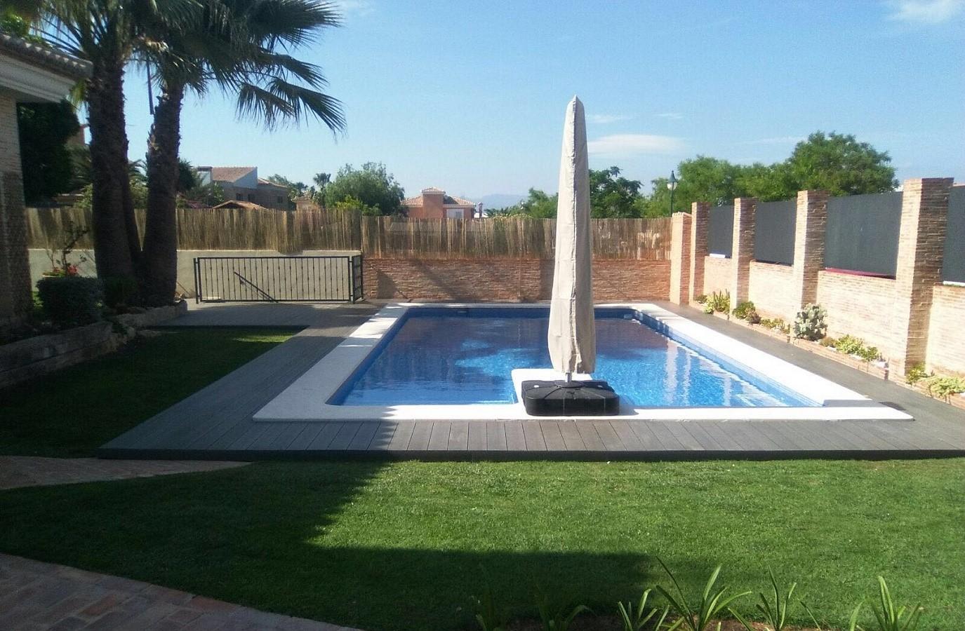 Proyectos Más Madera: Instalación de tarima de composite en piscina casa Valencia