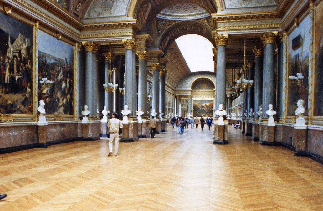 La tarima Punta Hungría decora los pasillos del Museo del Louvre