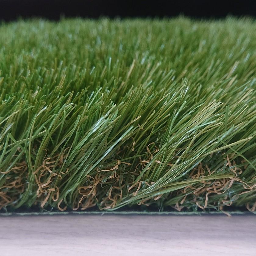 Detalle de césped artificial premium 45 mm